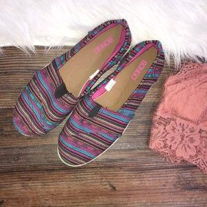 NWOT Bongo striped canvas slip on shoes